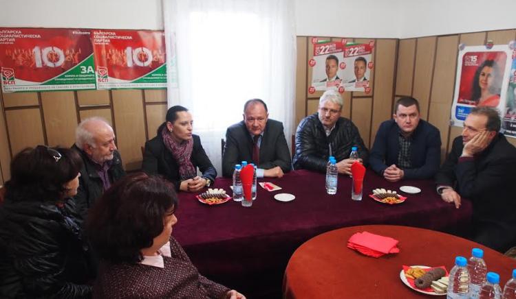 Михаил Миков приветства новопостъпили членове в Петрич